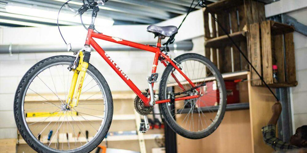 Boyke Boes fiets repareren